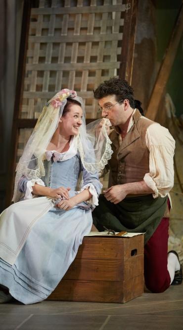 Le nozze di Figaro Garsington Opera 2017 Jennifer France (Susanna), Joshua Bloom (Figaro) credit Mark Douet.jpg