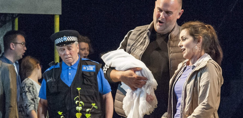 Garsington Opera 2017 Silver Birch Darren Jeffery (Simon), Victoria Simmonds (Anna) credit John Snelling